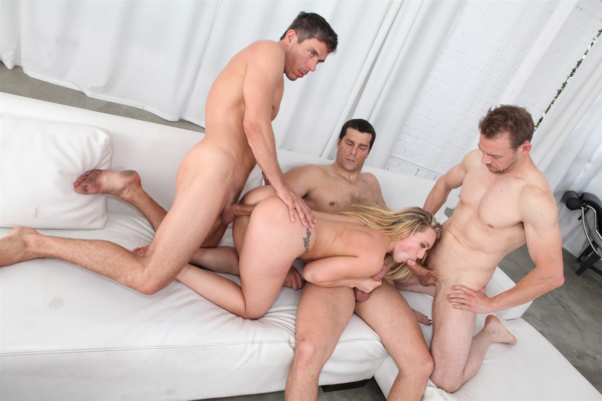 Gangbang Me gallery photo 36 out of 40