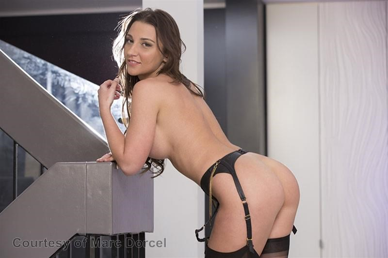 Megan Escort Deluxe gallery photo 22 out of 97
