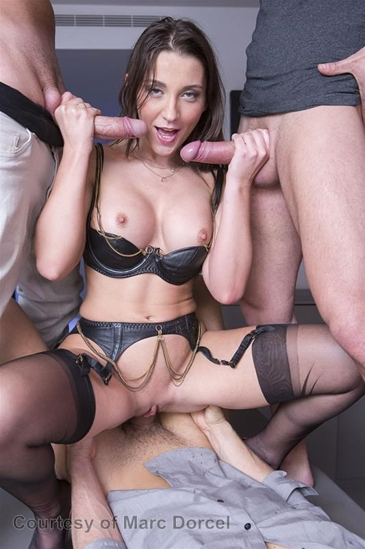 Megan Escort Deluxe gallery photo 29 out of 97