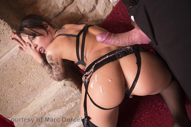 Megan Escort Deluxe gallery photo 54 out of 97