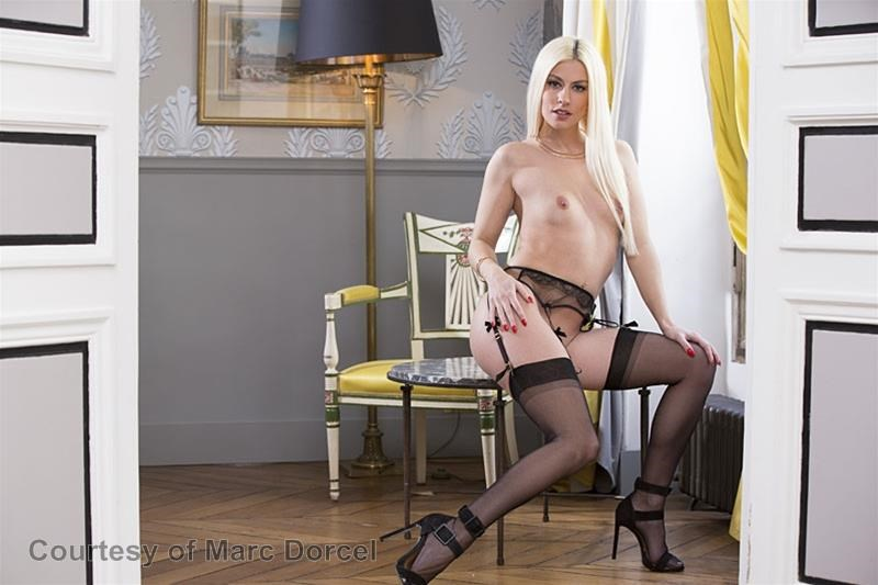 Megan Escort Deluxe gallery photo 84 out of 97