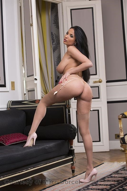 Megan Escort Deluxe gallery photo 78 out of 97