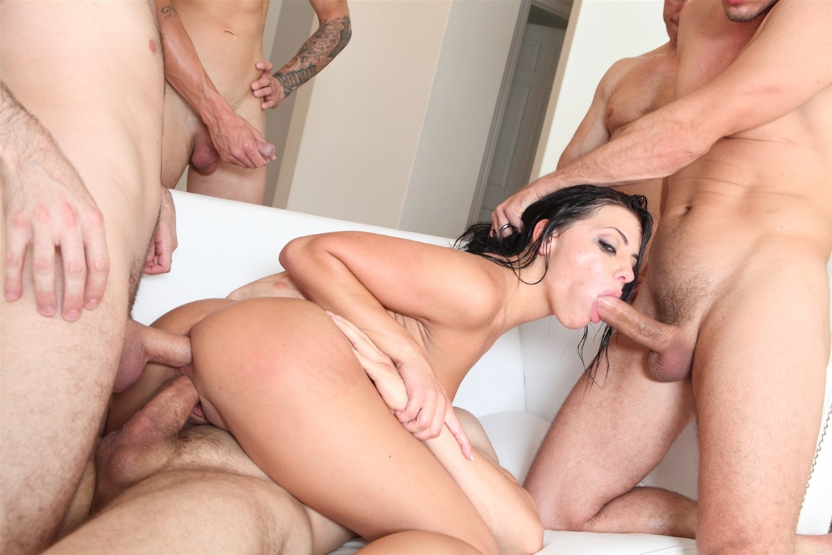 Gangbang Me gallery photo 32 out of 40
