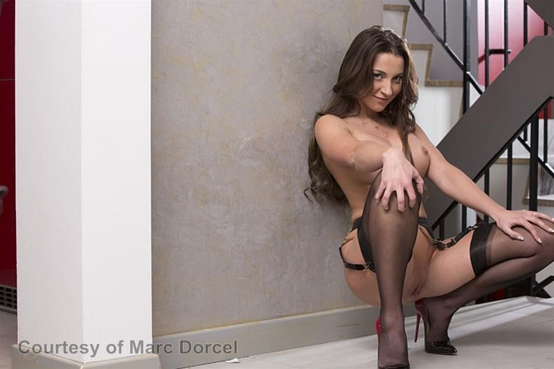 Megan Escort Deluxe gallery photo 24 out of 97