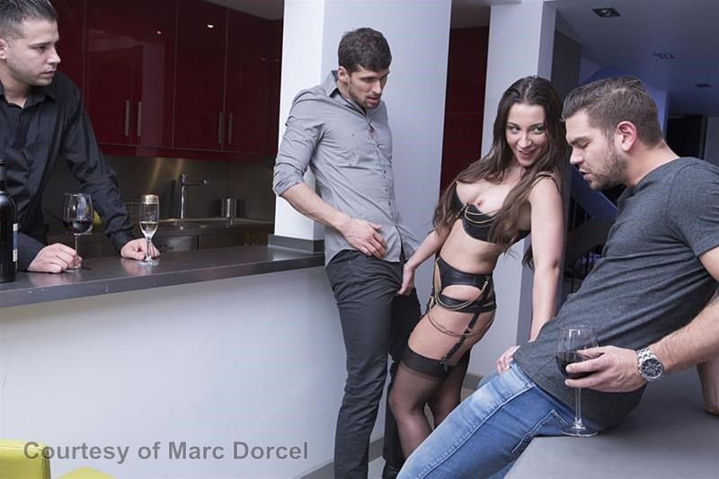 Megan Escort Deluxe gallery photo 33 out of 97