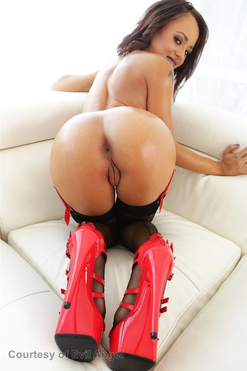 Holly Hendrix's Anal Experience gallery photo 17 out of 51