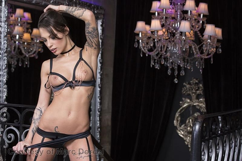 Megan Escort Deluxe gallery photo 36 out of 97