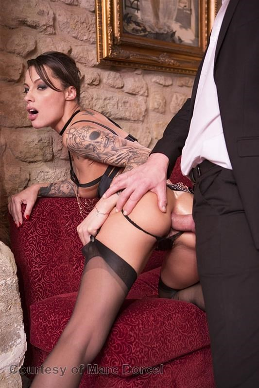 Megan Escort Deluxe gallery photo 52 out of 97
