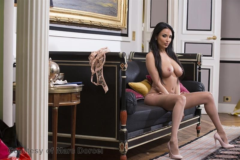 Megan Escort Deluxe gallery photo 75 out of 97