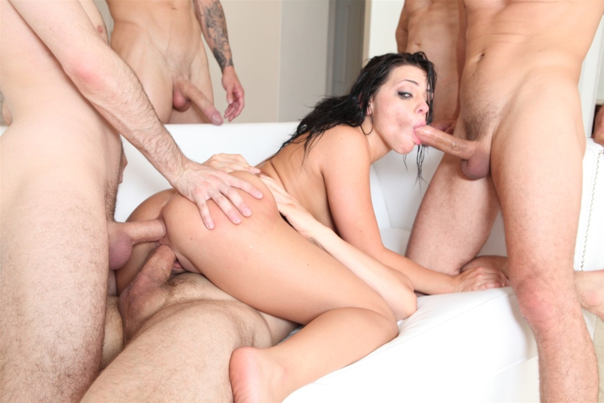 Gangbang Me gallery photo 31 out of 40