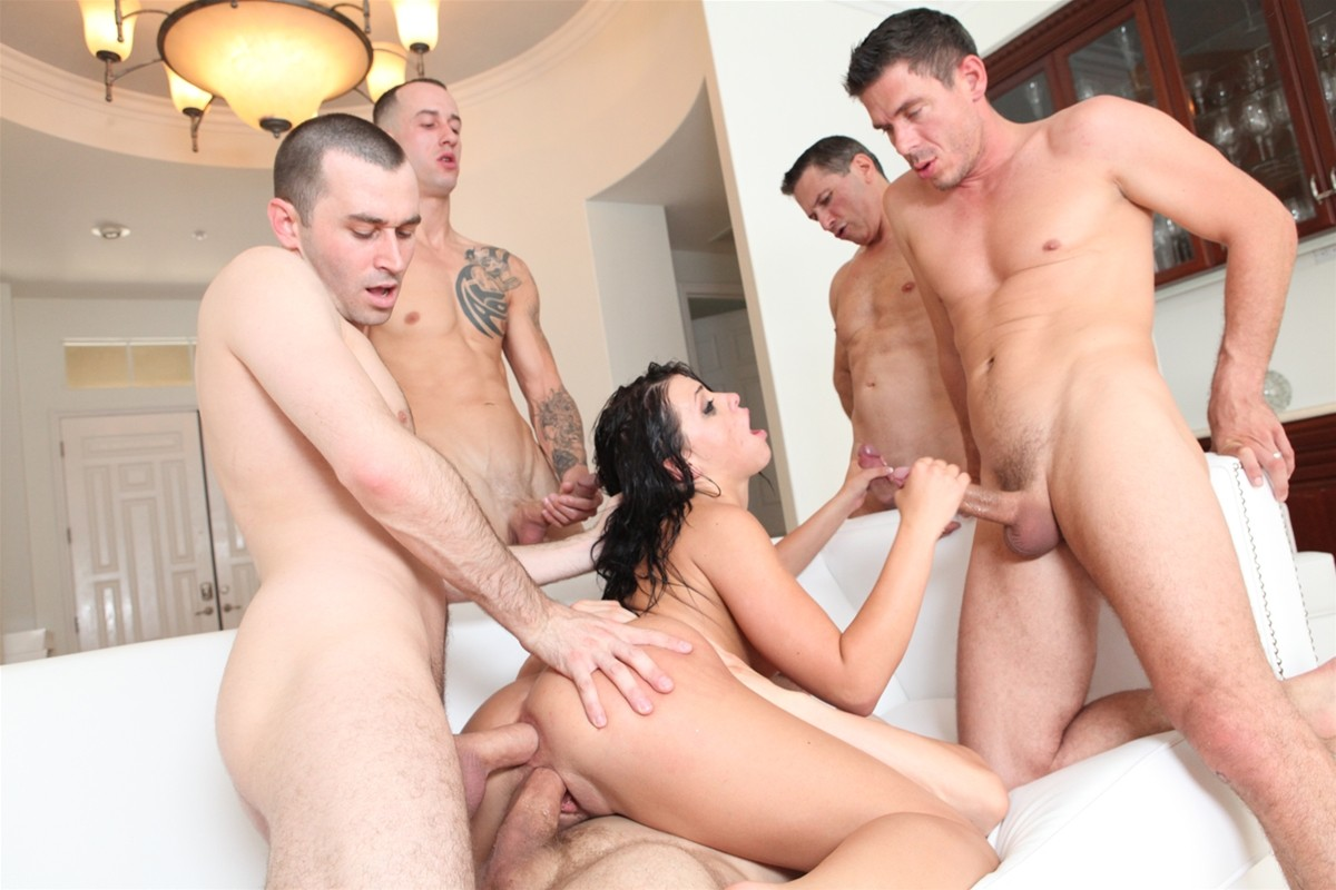 Gangbang Me gallery photo 30 out of 40