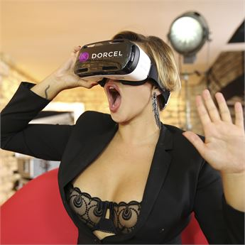 Marc Dorcel introduces its first VR scene.