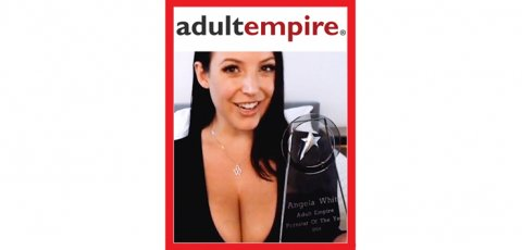 Angela White shows her Pornstar of the Year trophy.