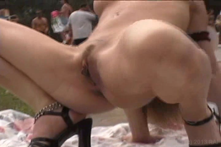 amateur shaved crowd masturbating