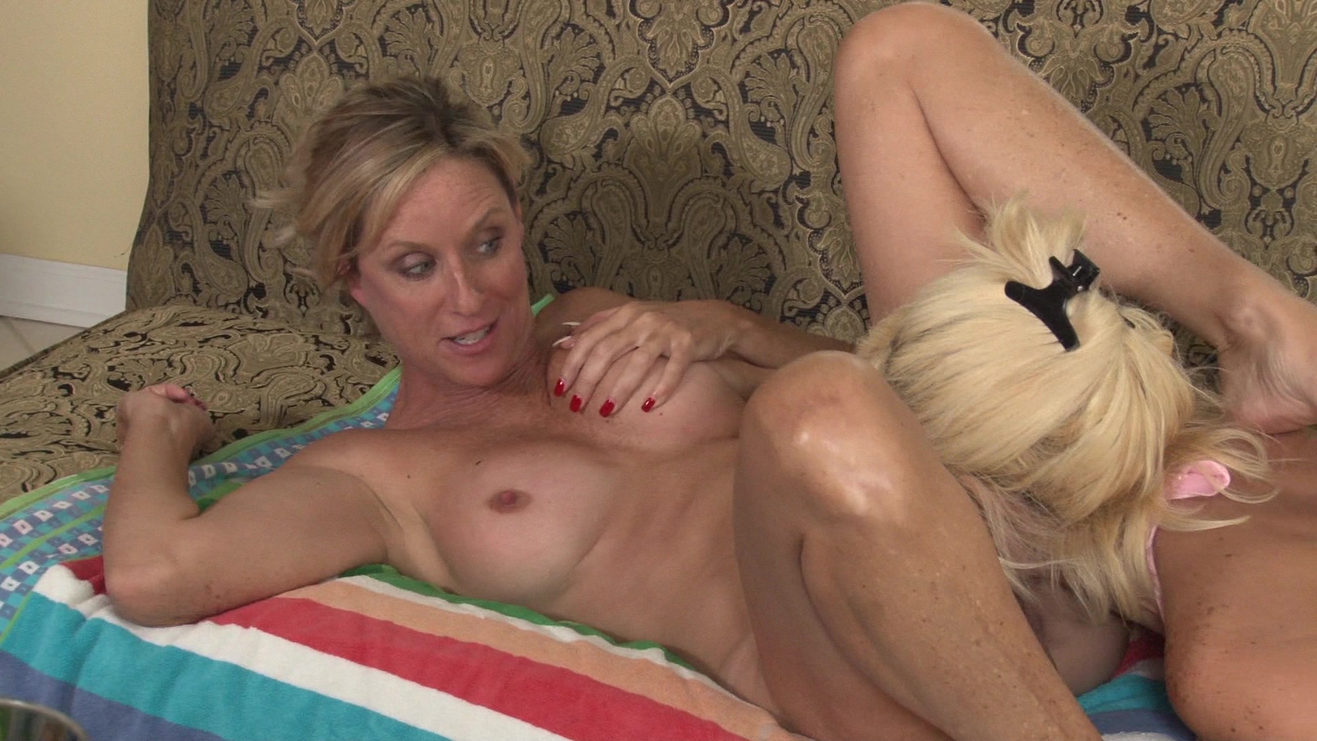 Two milfs licking each other, anal no legs