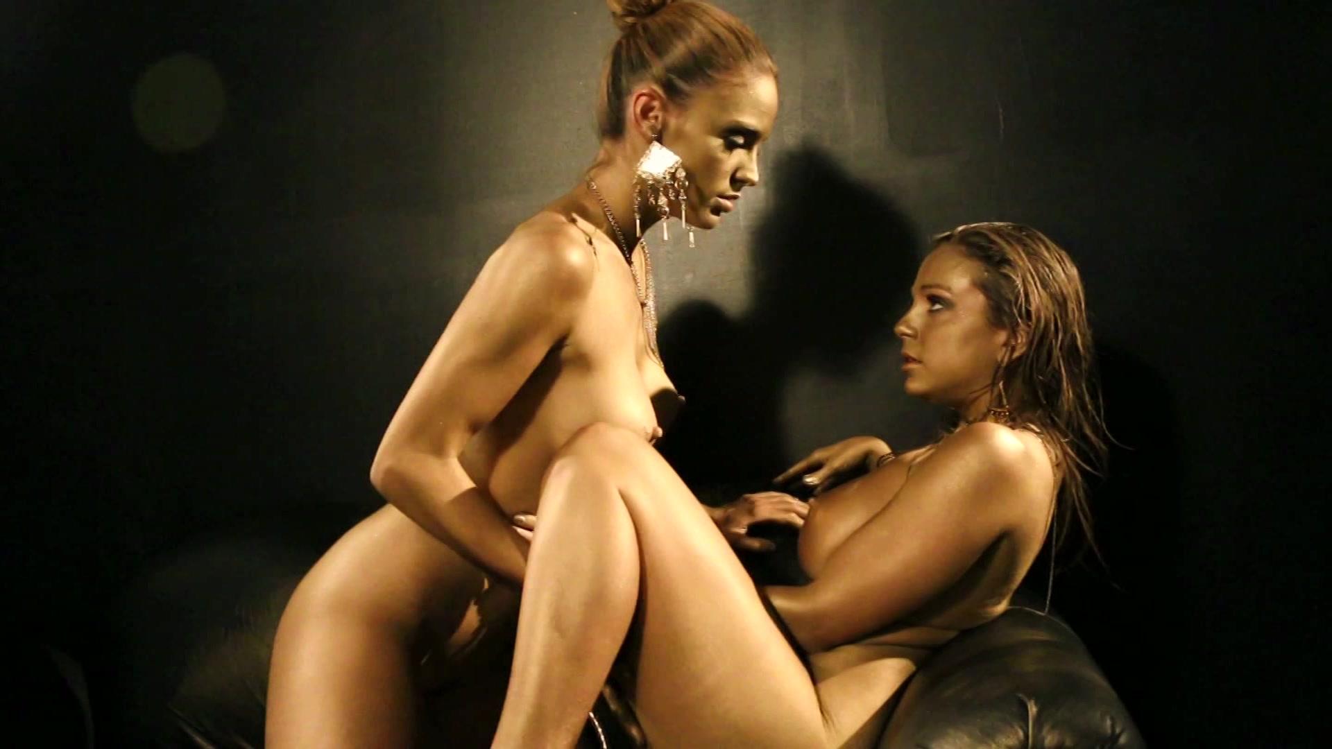 ELENA: Bbw nude bent over ass
