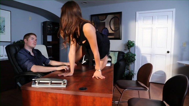 Pussy licked at her desk