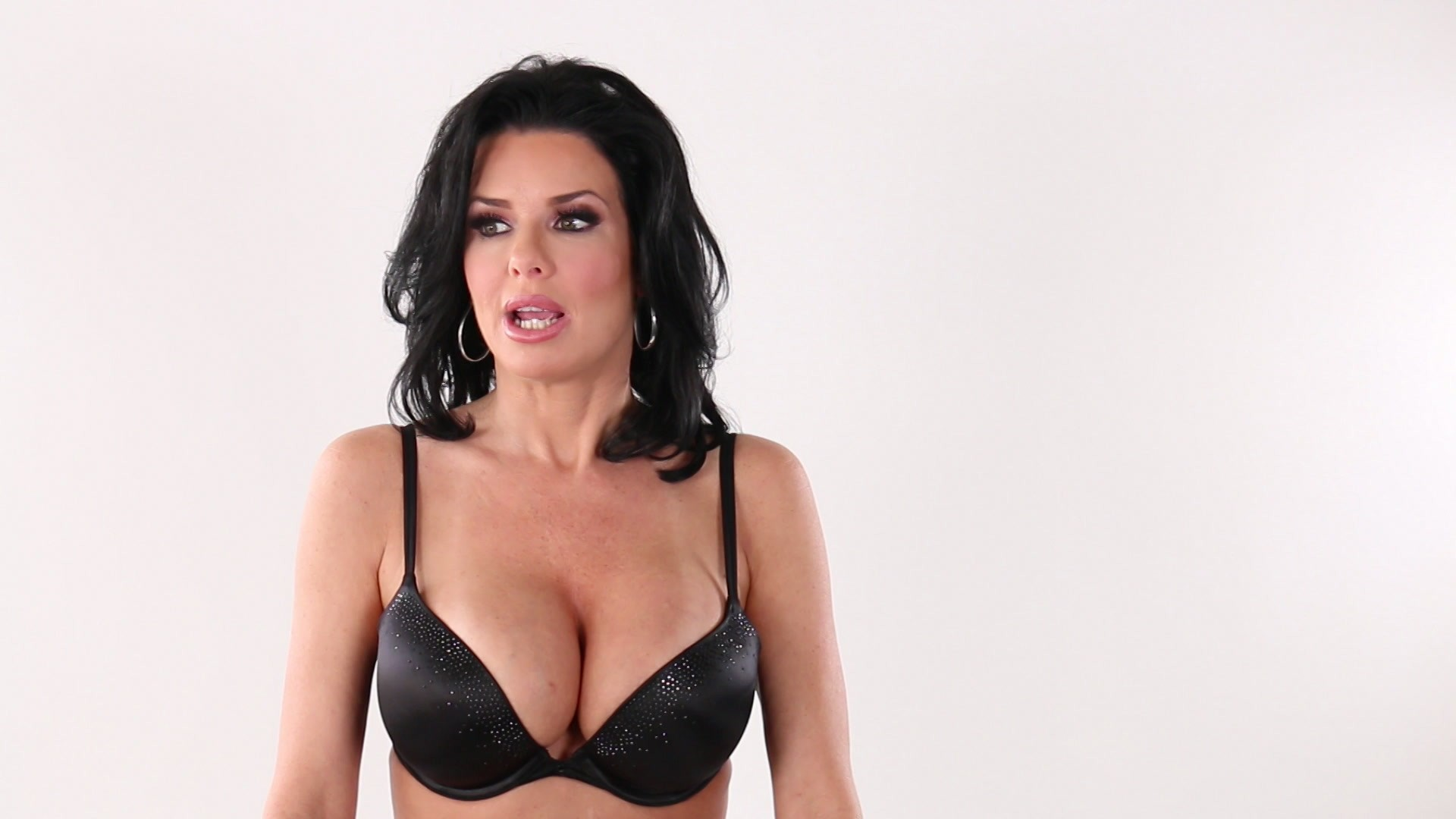 Sexy Milf Veronica Avluv Is Ready For Action Streaming At
