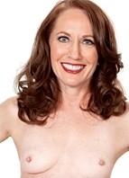 Carolyn Khols Headshot