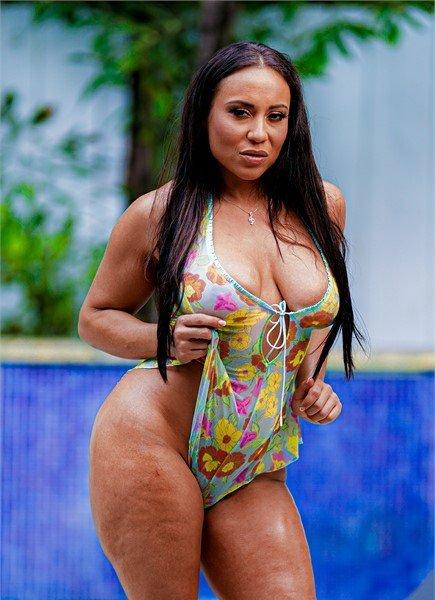 Carmela Clutch
