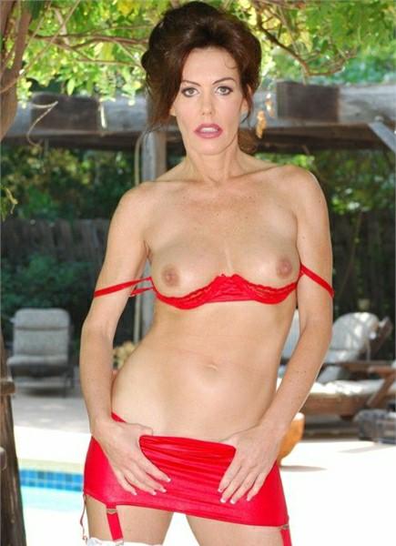 Nancy Vee Bodyshot