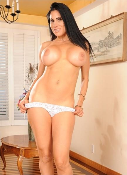 Sheila Marie Bodyshot