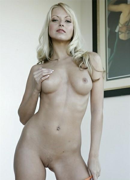 Jana Cova Bodyshot