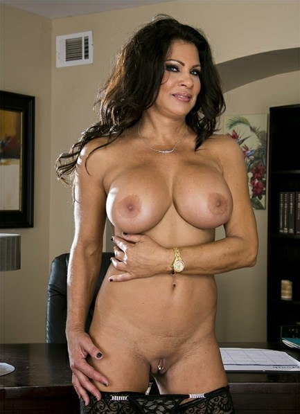 Teri Weigel Bodyshot