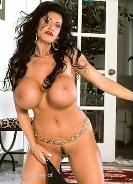 Penelope Pumpkins Bodyshot