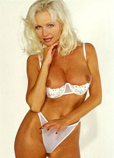 Helen Duval Bodyshot