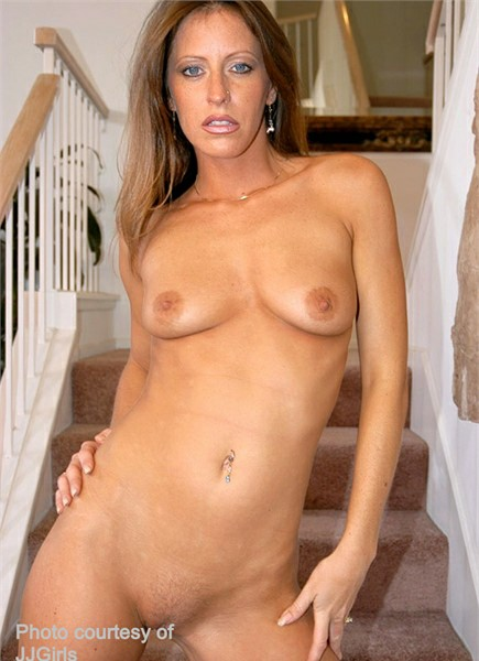 Liza Harper Bodyshot