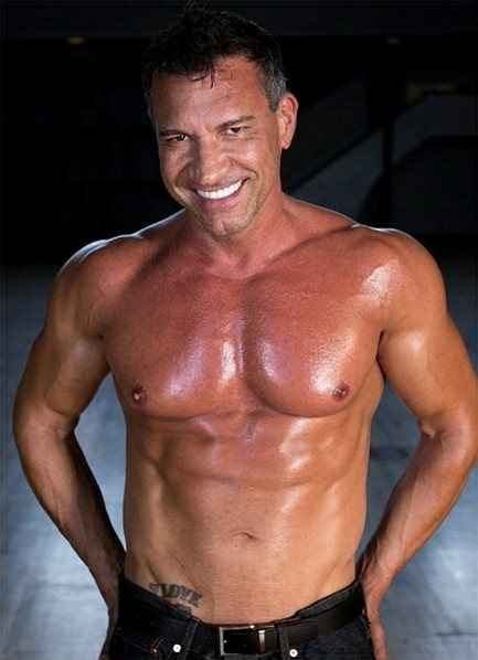 Marco Banderas Bodyshot