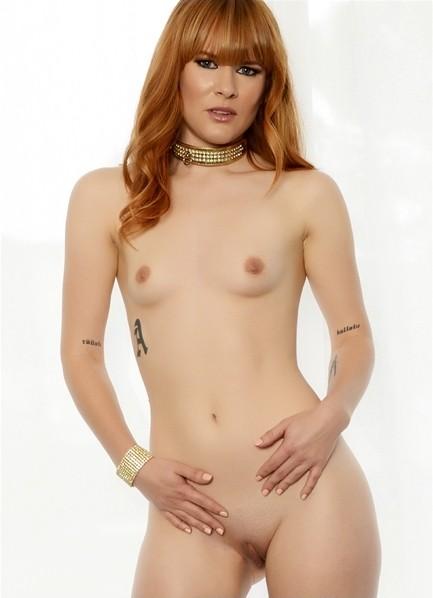 Claire Robbins Bodyshot