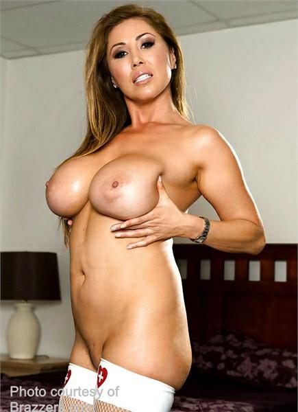 Kianna Dior Bodyshot