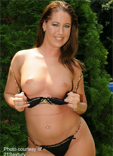 Susanna White Bodyshot