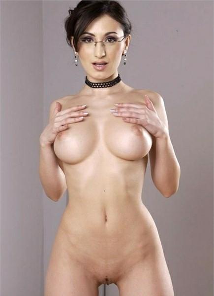 Nora Davis Bodyshot