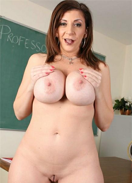 Sara Jay Bodyshot