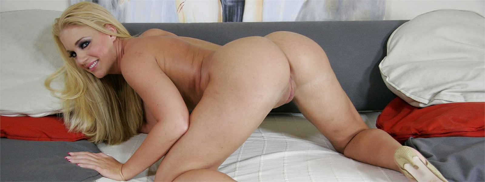 Alexis crystal fucked by two lucky guys