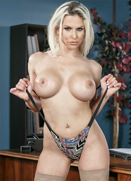 Rachel Roxxx Bodyshot