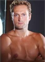 Eric Swiss Bodyshot