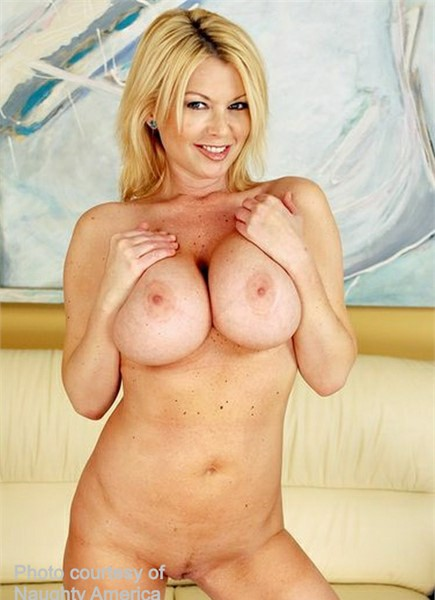 Carolyn Monroe Bodyshot