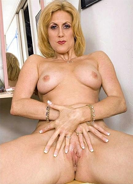 Dana Devine Bodyshot