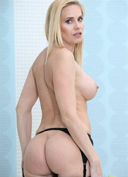 Klara (II) Bodyshot
