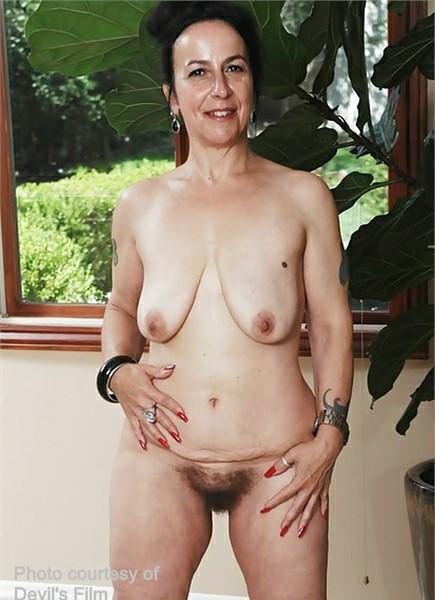 Nina Swiss Bodyshot