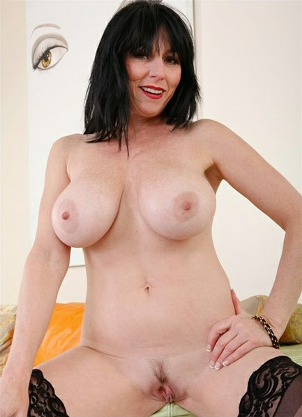 Karen Kougar Bodyshot