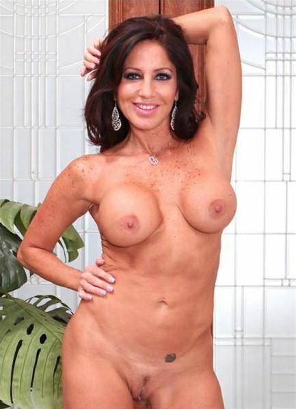 Tara Holiday Bodyshot