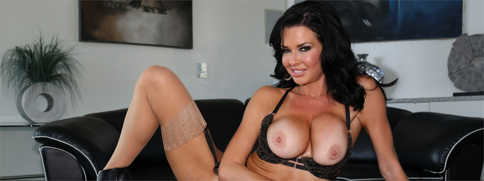 Veronica Avluv Hero Image