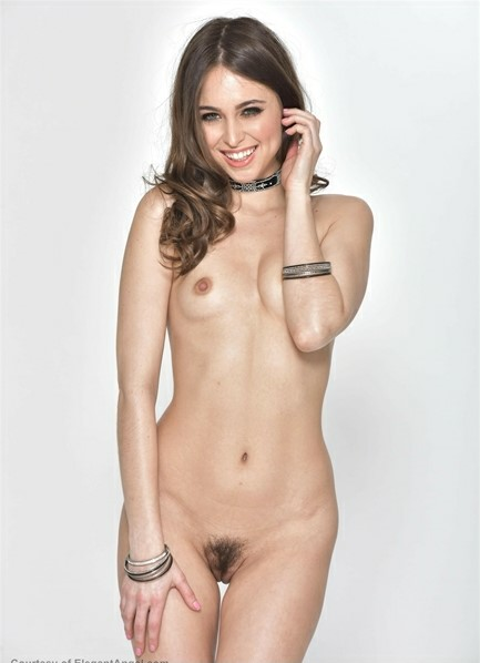 Riley Reid Bodyshot