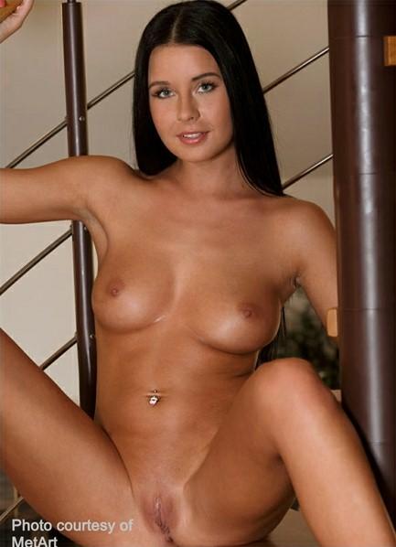 Mia Manarotte Bodyshot
