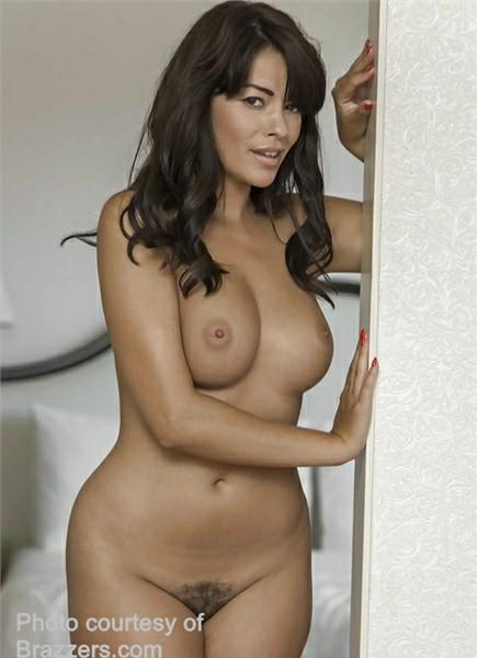 Ava Dalush Bodyshot